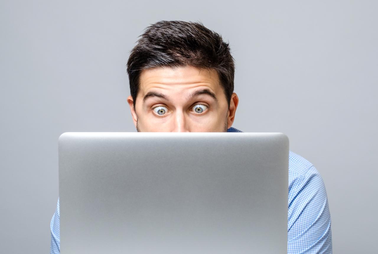 Mann som følger 8 inspirerende IT-eksperter